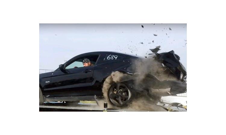 Cách xử lý khi xe bị nổ lốp khi đang chạy trên đường