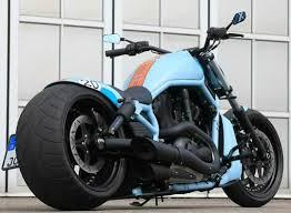 Harley-Davidson V-Rod độ bánh hầm hố ở Sài Gòn